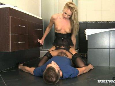 Impressive cock rider Ivana Sugar provides a dick with a solid blowjob