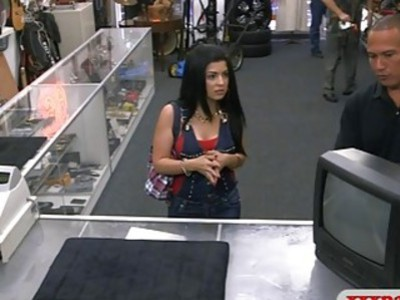 Hot amateur Cuban babe drilled by pawn guy for a few dollars