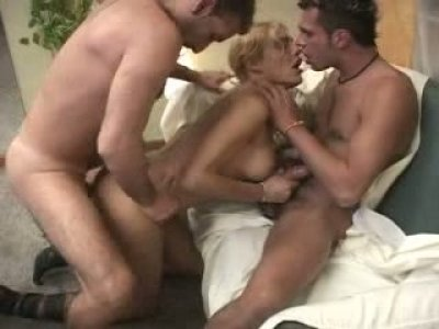 Provocative shemale slut Belen is double penetrated in her asshole