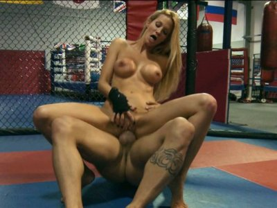 Tremendous blonde babe Jessica Drake gets nailed on the boxing ring