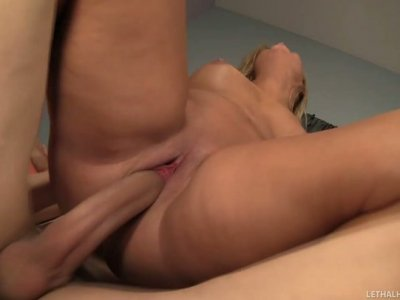 Curvaceous blonde MILF Jessica Marie pleases Chris Strokes's huge dick