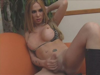 Blonde shemale skank Jazmin masturbates on cam