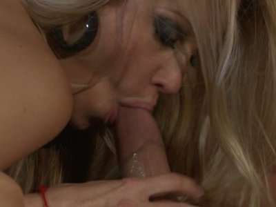 Sporty blonde hoe Jessica Drake shows her fucking skills