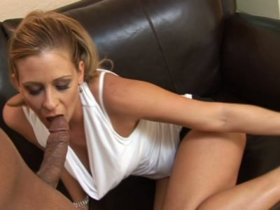Lustful MILF whore Phyllisha Anne shows her skills in a deepthroat blowjob action