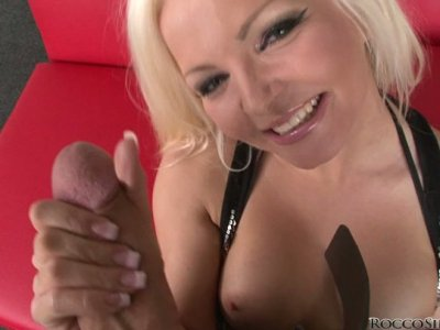 Trashy blonde bitch Jenna Lovely gives an awesome blowjob