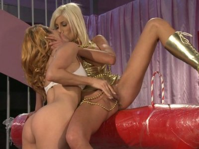 Blonde nympho Jessica Drake fucks her girl Puma Swede with strapon dildo
