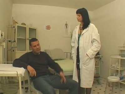 Tall slim and almost titless urologist Renata sucks patient's dick
