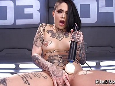 Alt babe fucking machine and squirting