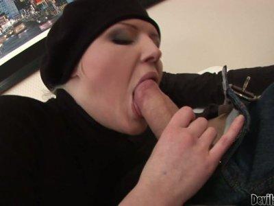 Pandora sucks cock and gets her anus fingerfucked