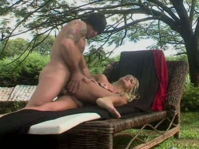 Seductive blonde bitch Cinthia Santos gets her asshole drilled hard outdoors