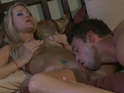 Classy blonde strumpet Jessica Drake gets laid in her bedroom