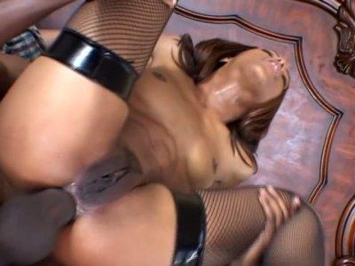 Voracious ebony slut Marie Luv challenges the big dick with her anus