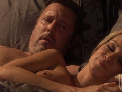 Beige skin blonde beauty Jessica Drake enjoys anal sex